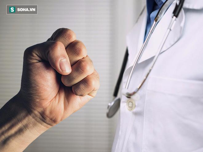 Tại sao bác sĩ Việt Nam bị hành hung ngày càng nhiều? - Ảnh 4.