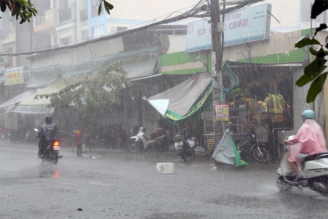 Hàng loạt chuyến bay tại Tân Sơn Nhất bị ảnh hưởng do mưa lớn bất thường - Ảnh 4.