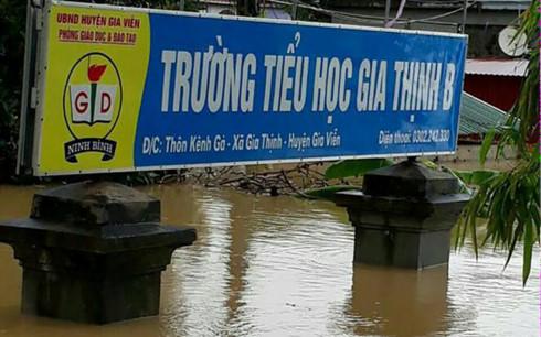 Hủy mọi cuộc họp, Thủ tướng đi thị sát, chỉ đạo hộ đê tại Ninh Bình - Ảnh 4.