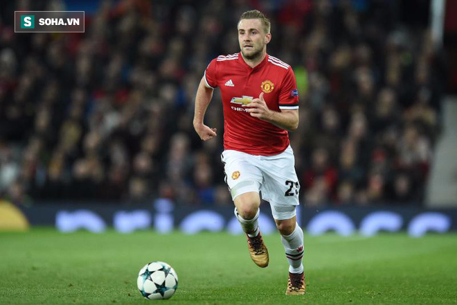 Hậu vệ trẻ Man United đổi đời nhờ dùng nắm đấm bảo vệ Mourinho? - Ảnh 1.