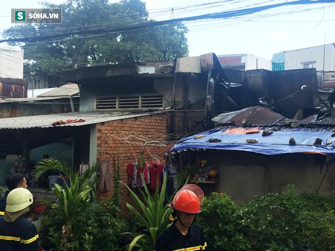 TP HCM: Huy động 10 xe chuyên dụng dập lửa vụ cháy nhà trong khu dân cư - Ảnh 2.