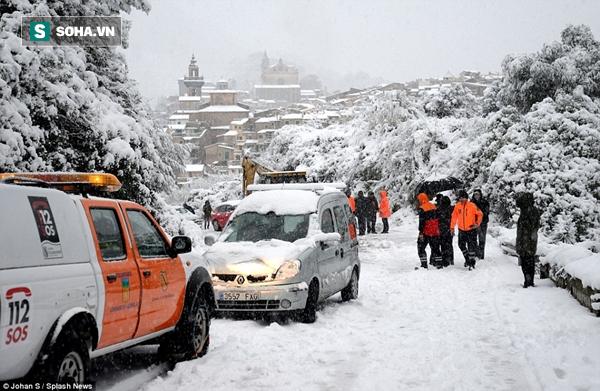 Những hình ảnh về đợt tuyết rơi dày nhất trong vòng 35 năm qua tại Tây Ban Nha - Ảnh 1.