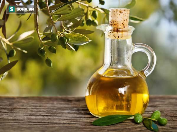 Bài thuốc chữa bệnh trĩ của người Ấn Độ: Chỉ cần dùng đậu bắp và dầu ô liu trong 2 tháng - Ảnh 2.