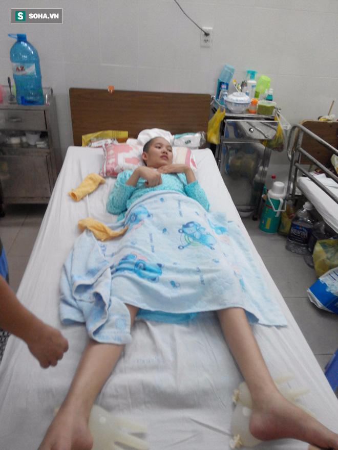 Xót xa cảnh cô gái trẻ bị vỡ hộp sọ nằm bất động ở nhà vì không có tiền chữa trị - Ảnh 1.