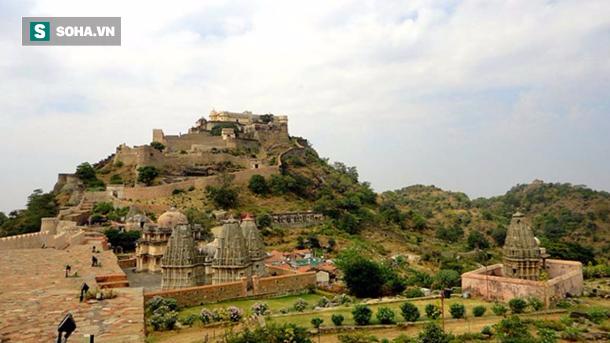 Trường thành Kumbhalgarh: Pháo đài bất khả chiến bại bí ẩn bậc nhất trên thế giới - Ảnh 1.