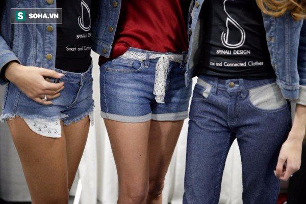Mù đường không còn là vấn đề khi bạn mặc chiếc quần jeans này ra ngoài - Ảnh 2.