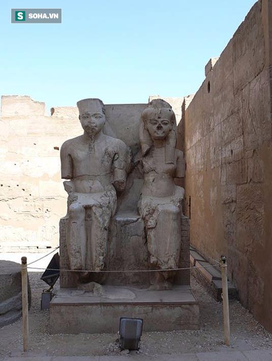 Vì sao các bức tượng cổ Ai Cập hay bị mất mũi? - Ảnh 1.