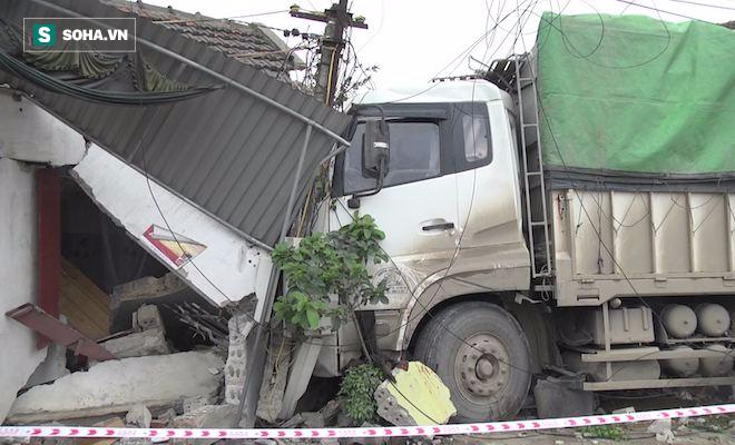Xe tải đâm chết một phụ nữ rồi tông sập nhà dân - Ảnh 2.