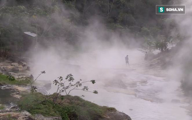 Giếng hóa đá, sông sôi sục và những địa danh bất thường đang tồn tại trên Trái Đất - Ảnh 1.