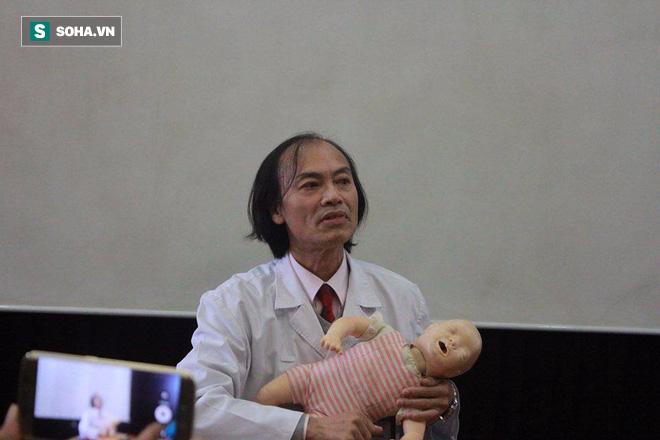 Nguyên Trưởng khoa Nhi BV Bạch Mai: Khi trẻ bị sốt, cha mẹ tuyệt đối không làm 5 điều sau - Ảnh 7.