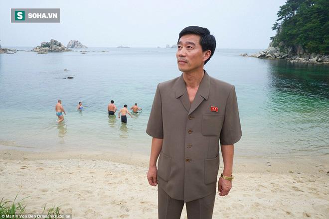Nhiếp ảnh gia người Đức công bố những bức ảnh đáng ra đã bị xóa bỏ về Triều Tiên - Ảnh 1.