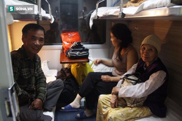 Hàng trăm người thức trắng đêm thông tuyến đường sắt sau tai nạn - Ảnh 13.