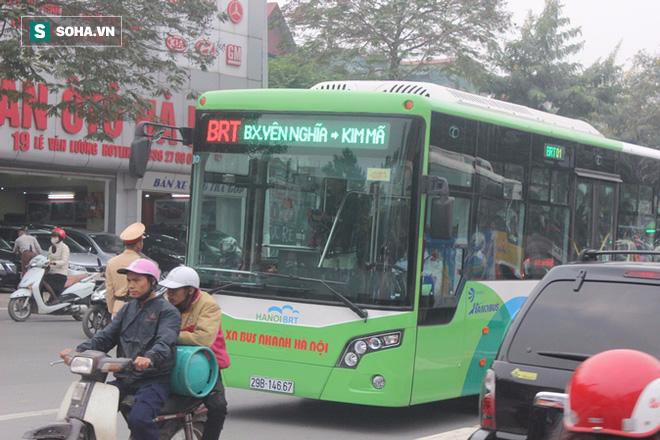 Điều chỉnh tuyến buýt 22 trung chuyển cho xe buýt nhanh: Dân than mất thêm nhiều tiền - Ảnh 1.