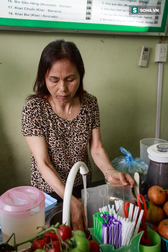Vợ cố nghệ sĩ Hán Văn Tình bán nước ép trang trải cuộc sống - Ảnh 14.
