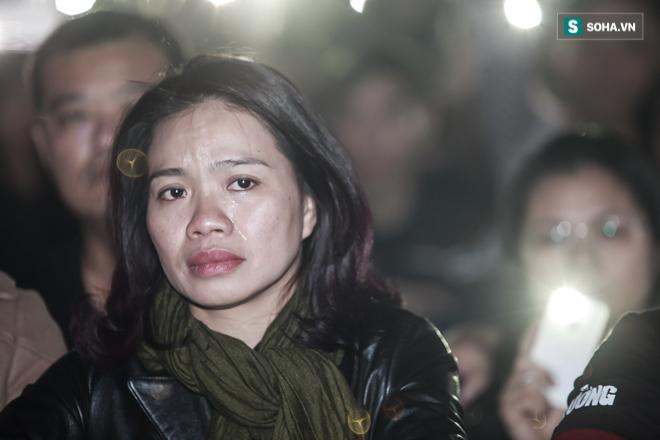 Vợ Trần Lập khóc khi quá nhiều kỷ vật của chồng xuất hiện trên sân khấu - Ảnh 6.