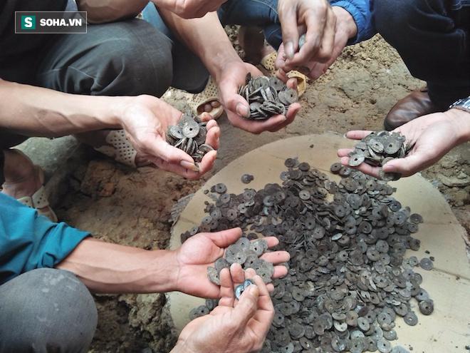 Đào móng nhà, người đàn ông phát hiện hũ tiền cổ đúng ngày vía Thần tài - Ảnh 5.