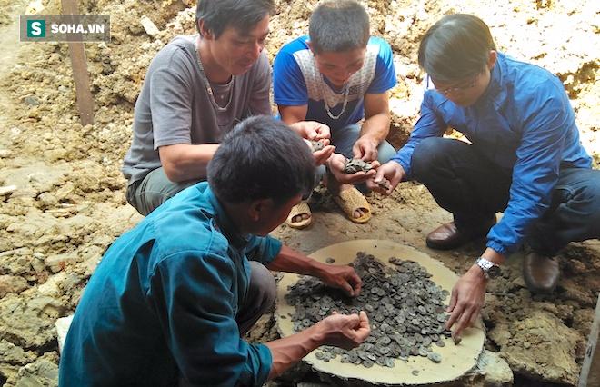 Đào móng nhà, người đàn ông phát hiện hũ tiền cổ đúng ngày vía Thần tài - Ảnh 4.