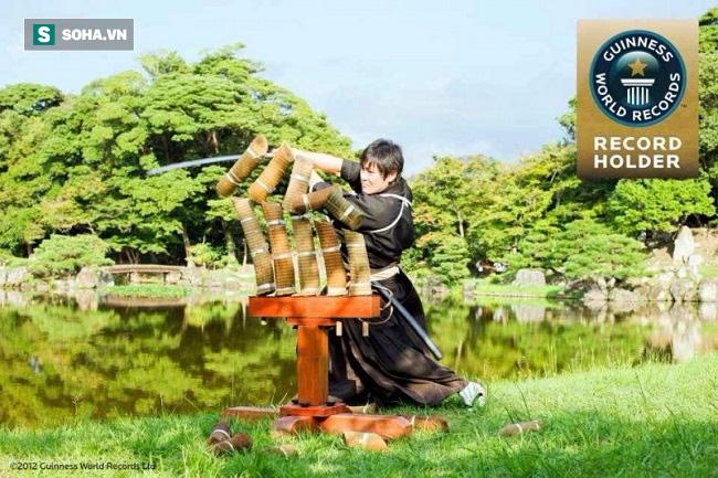 Siêu anh hùng: Bậc thầy kiếm thuật Nhật Bản chém đứt đôi viên đạn đang bay 200 dặm/h - Ảnh 1.