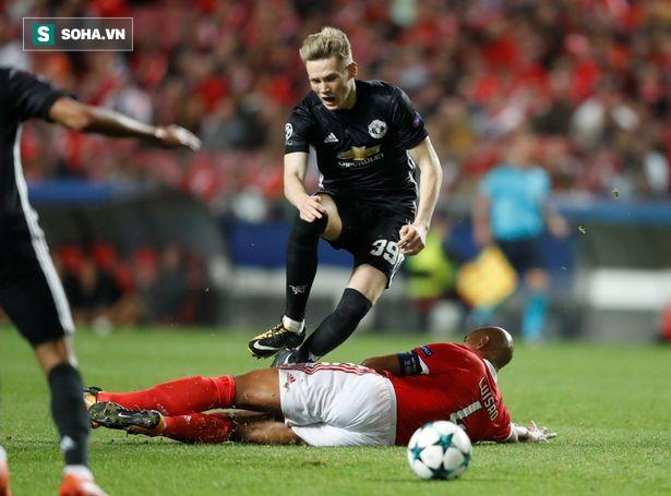 Ra mắt ở Champions League, sao trẻ Man United nhận phần thưởng hậu hĩnh từ Mourinho - Ảnh 1.