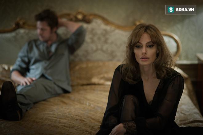 Jolie đơ má, nhân viên hành chính liệt cơ mặt và cơ hàm cứng của Paul Scholes - Ảnh 1.