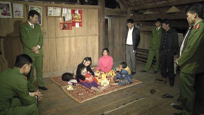 Hàng trăm người tìm kiếm bé gái 2 tuổi lạc trên đồi cây trong đêm - Ảnh 1.