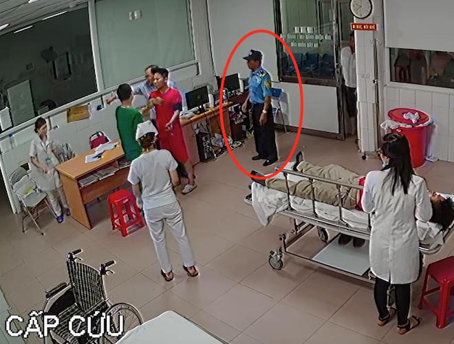 Vụ đánh nữ bác sỹ: Bảo vệ chỉ đứng nhìn, thờ ơ khiến dư luận bức xúc - Ảnh 2.