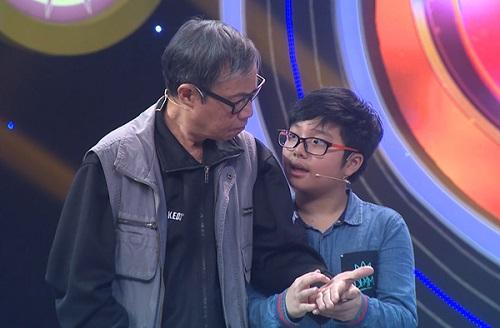 Khoảnh khắc xúc động của con trai Thảo Vân và ông nội bị mất khả năng nghe - Ảnh 1.