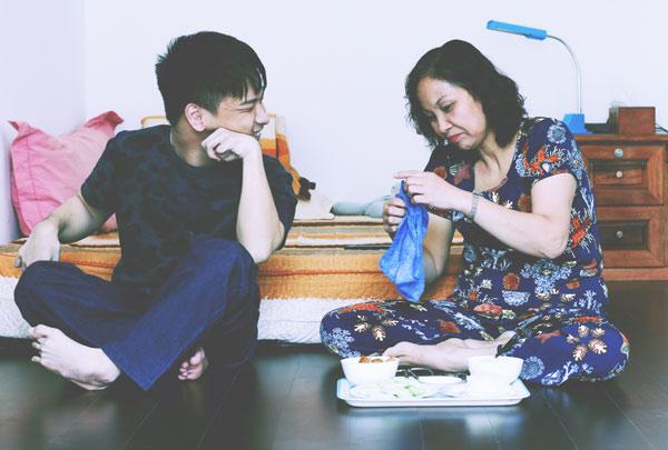 Cậu con trai 24 tuổi và câu hỏi khiến người mẹ rưng rưng nước mắt - Ảnh 3.