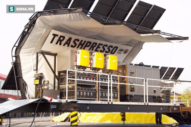 Cỗ máy khủng có khả năng biến rác thải thành gạch lát nền đầu tiên trên thế giới - Ảnh 1.