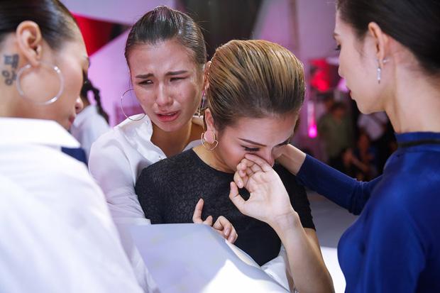 Lộ nhược điểm cơ thể khi chụp với trăn, Thùy Trâm bị loại khỏi Vietnams Next Top Model - Ảnh 5.