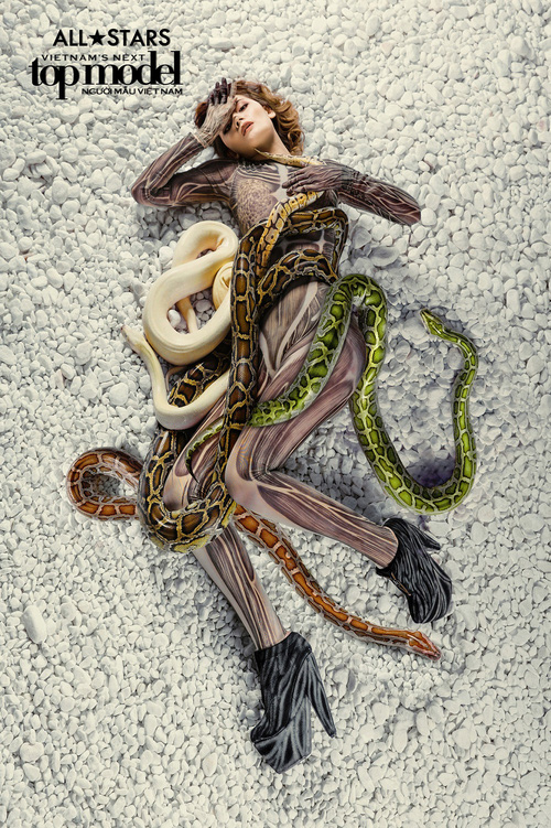 Lộ nhược điểm cơ thể khi chụp với trăn, Thùy Trâm bị loại khỏi Vietnams Next Top Model - Ảnh 17.