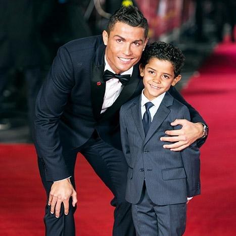 Trên đỉnh thế giới, Ronaldo hồn nhiên nói điều làm fan Man United chạnh lòng - Ảnh 1.