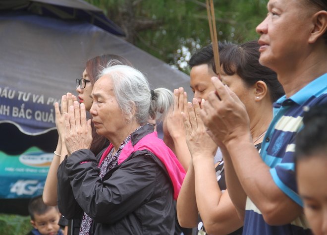Nhiều người đội mưa đến dâng hương mộ Đại tướng trước ngày 27/7 - Ảnh 10.