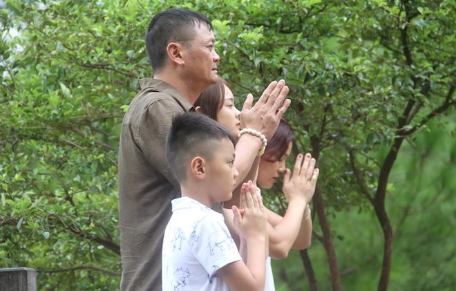 Nhiều người đội mưa đến dâng hương mộ Đại tướng trước ngày 27/7 - Ảnh 18.