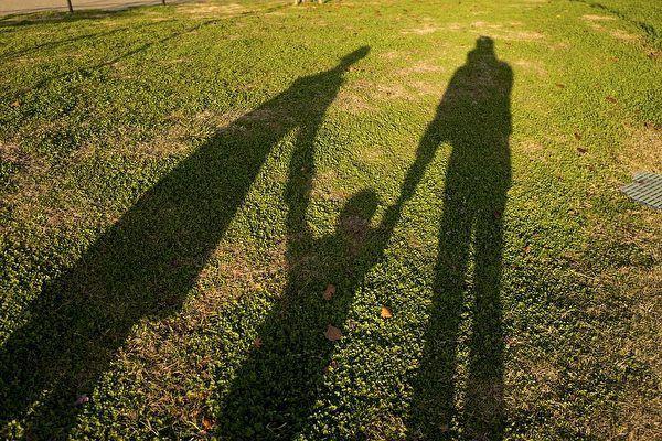 Bố muốn ly hôn với mẹ, con trai chỉ nói 2 câu giúp thay đổi cục diện hoàn toàn - Ảnh 2.