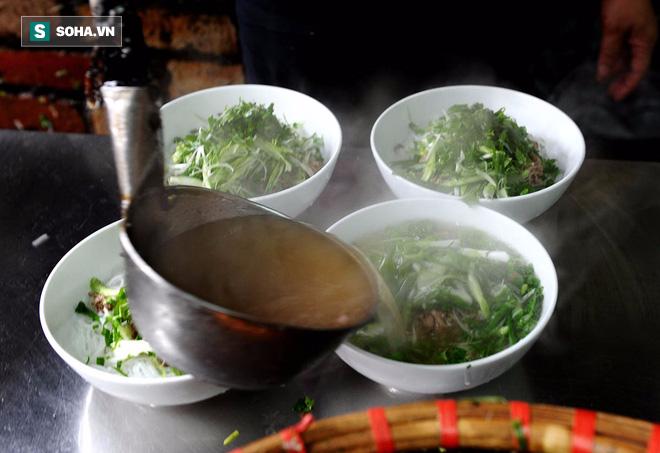 Chuyên gia dinh dưỡng Mỹ chỉ cách ăn phở tốt cho sức khỏe: Nhiều người Việt cũng chưa biết - Ảnh 1.