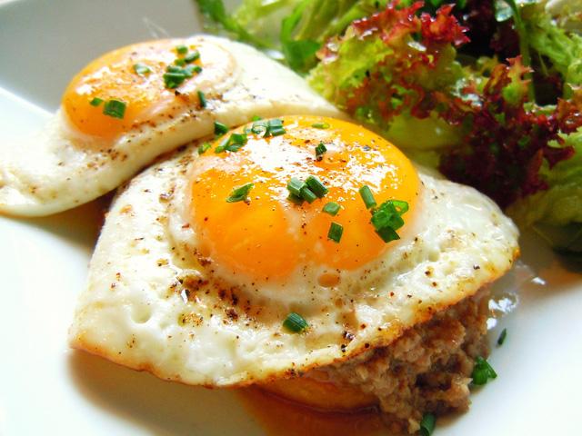 5 lỗi khi ăn sáng rất nhiều người mắc cần sớm loại bỏ - Ảnh 1.