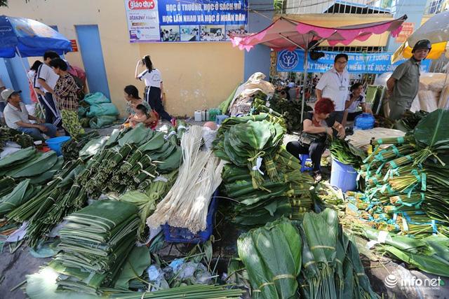 Đi chợ lá dong độc nhất ở TP. Hồ Chí Minh - Ảnh 1.