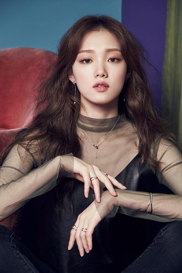 Tiên nữ cử tạ Lee Sung Kyung - Người đẹp 9X chăm cày cuốc của Kbiz - Ảnh 1.