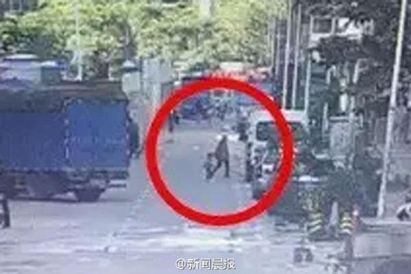 Bé trai 3 tuổi bị 1 phụ nữ bắt cóc ngay 29 Tết nhằm thế chân con trai đã chết để đi gặp người tình - Ảnh 1.