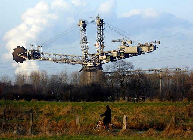 Siêu máy xúc Made in Germany và ngôi vị cỗ máy tự hành lớn nhất thế giới suốt 39 năm - Ảnh 1.