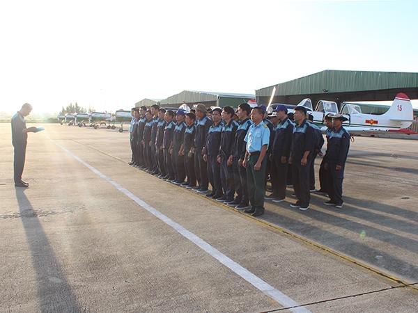 Lữ đoàn 918 và Trung đoàn 920 tổ chức ban bay đầu Xuân - Ảnh 1.
