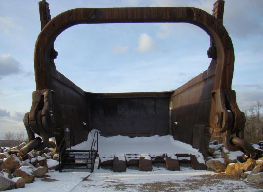 Big Muskie:  Có thể quét sạch 2 chiếc xe buýt cỡ lớn chỉ trong 1 gầu xúc - Ảnh 4.