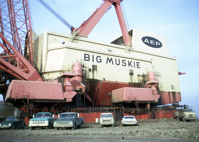 Big Muskie:  Có thể quét sạch 2 chiếc xe buýt cỡ lớn chỉ trong 1 gầu xúc - Ảnh 2.