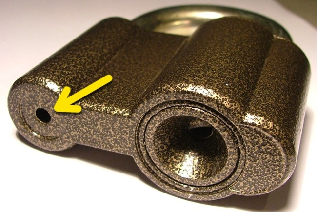 Sự thật: Mỗi ổ khóa đều có một cái lỗ siêu nhỏ. Chúng tồn tại để làm gì? - Ảnh 1.