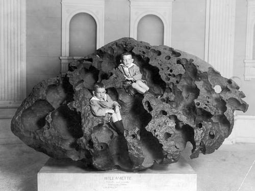 6 thiên thạch lớn nhất từng được tìm thấy trên Trái Đất - Ảnh 1.