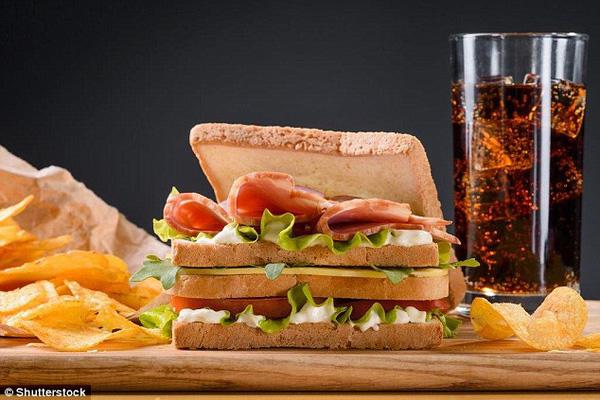 Chuyên gia tiết lộ 3 sai lầm phổ biến mà rất nhiều người mắc phải trong bữa trưa - Ảnh 2.