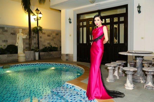 Nữ hoàng Bolero Lệ Quyên - đại gia ngầm của showbiz Việt - Ảnh 1.