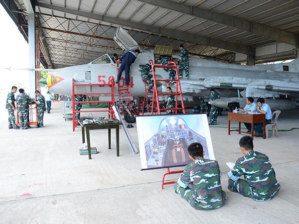 Đổi mới chương trình, quy trình đào tạo phi công quân sự là cần thiết - Ảnh 2.