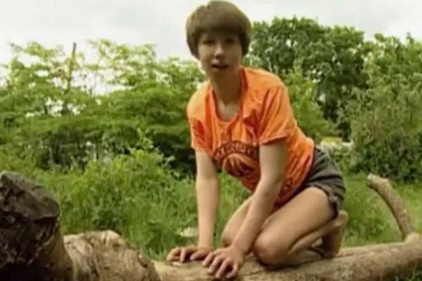 """Cuộc sống bí ẩn của những """"đứa trẻ rừng xanh"""" được thú hoang nuôi dưỡng - Ảnh 1."""